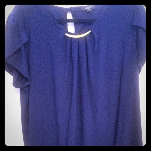 Tops - short sleeve blouse with gold metal detail